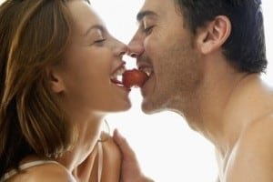 couples-eating-strawberry